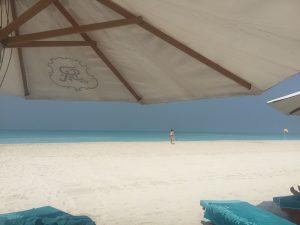 st-regis-saadiyat-stranden-1